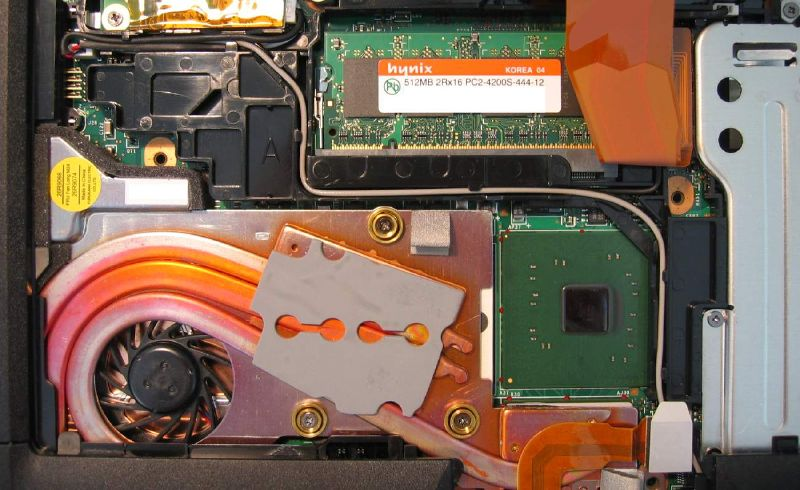 File:ThinkPad-T43-under-keyboard-left.jpg
